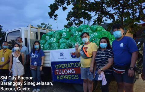 SM Foundation distributes Kalinga packs in Bacoor