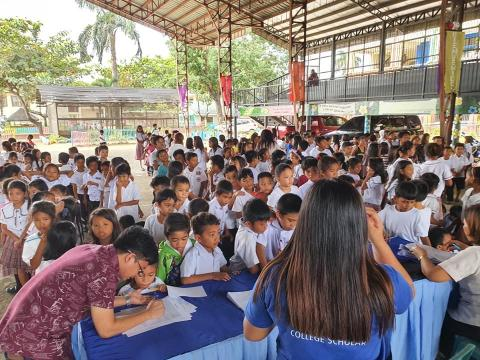 SM Foundation provides free medical services to students in Zamboanga