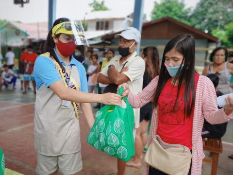 SM Foundation distributes Kalinga packs to fire victims in Palawan